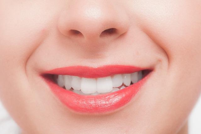 歯の変色が起こる要因